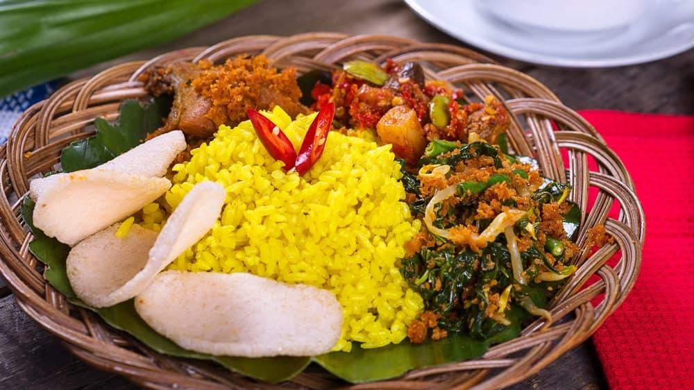usaha nasi kuning