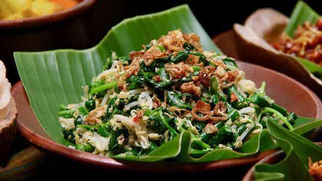 Kohu Kohu makanan khas Ambon mirip urap tapi menggunakan ikan.