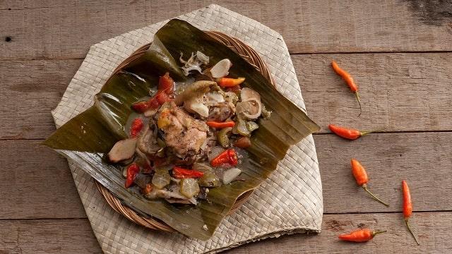resep membuat garang asem santan bungkus daun pisang.